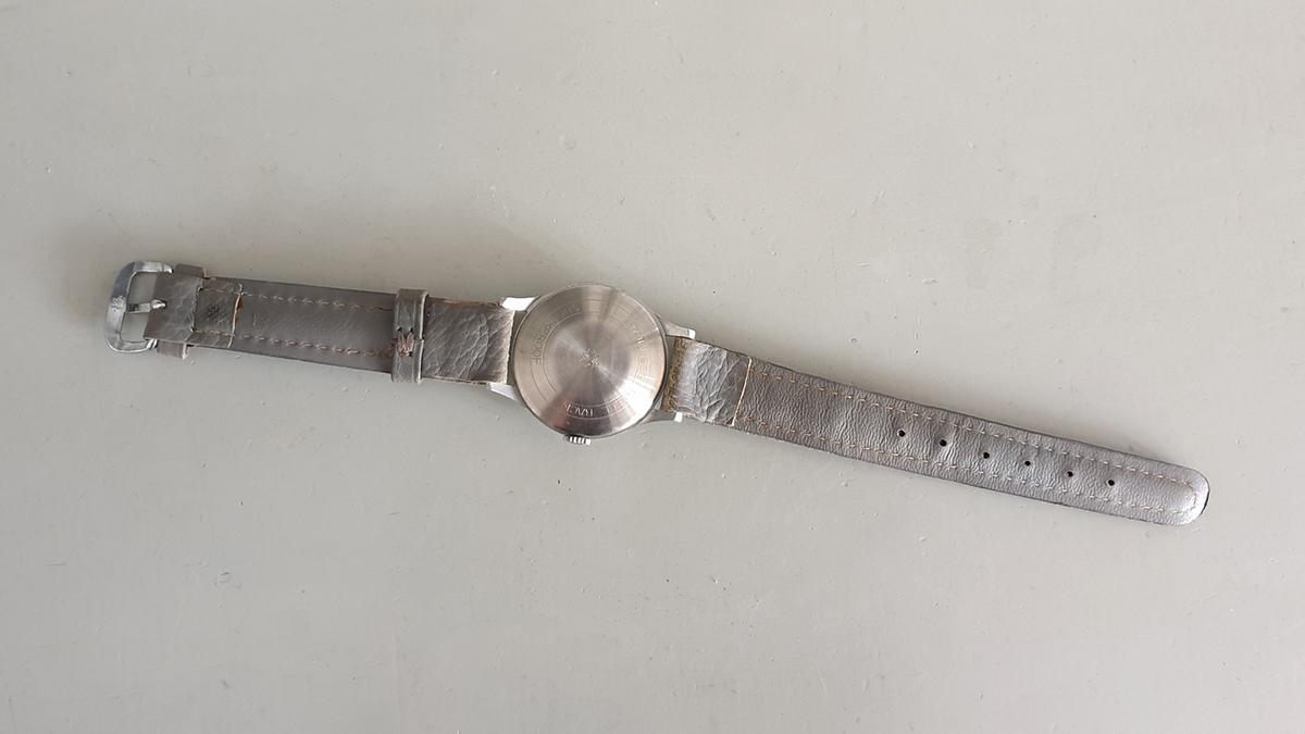 Junghans horloge onderkant