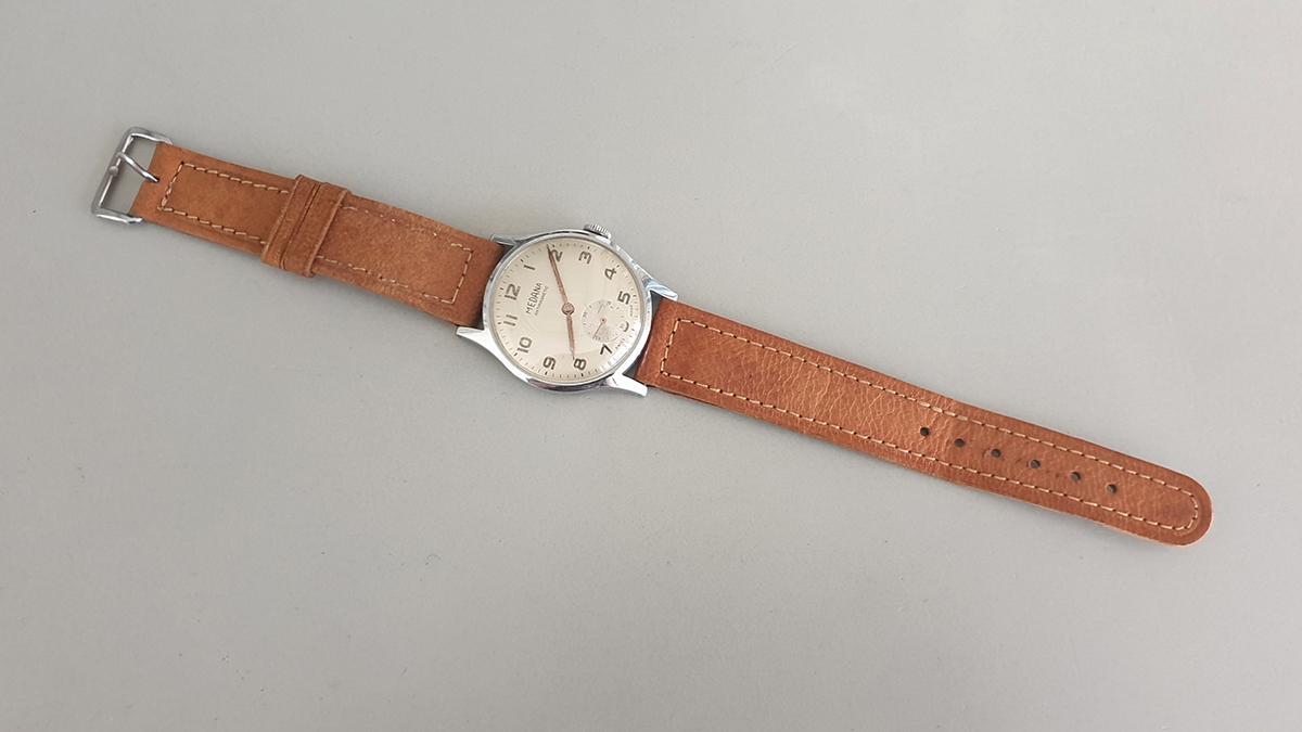 Medana horloge bovenkant