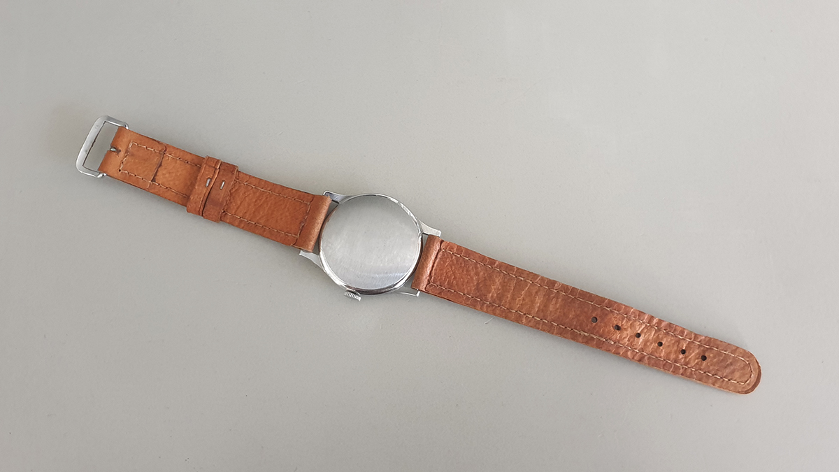 Medana horloge onderkant