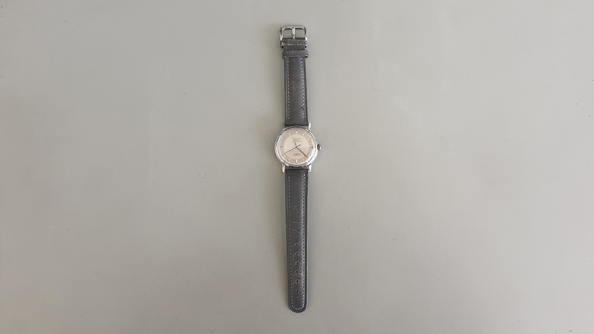 Remova horloge main