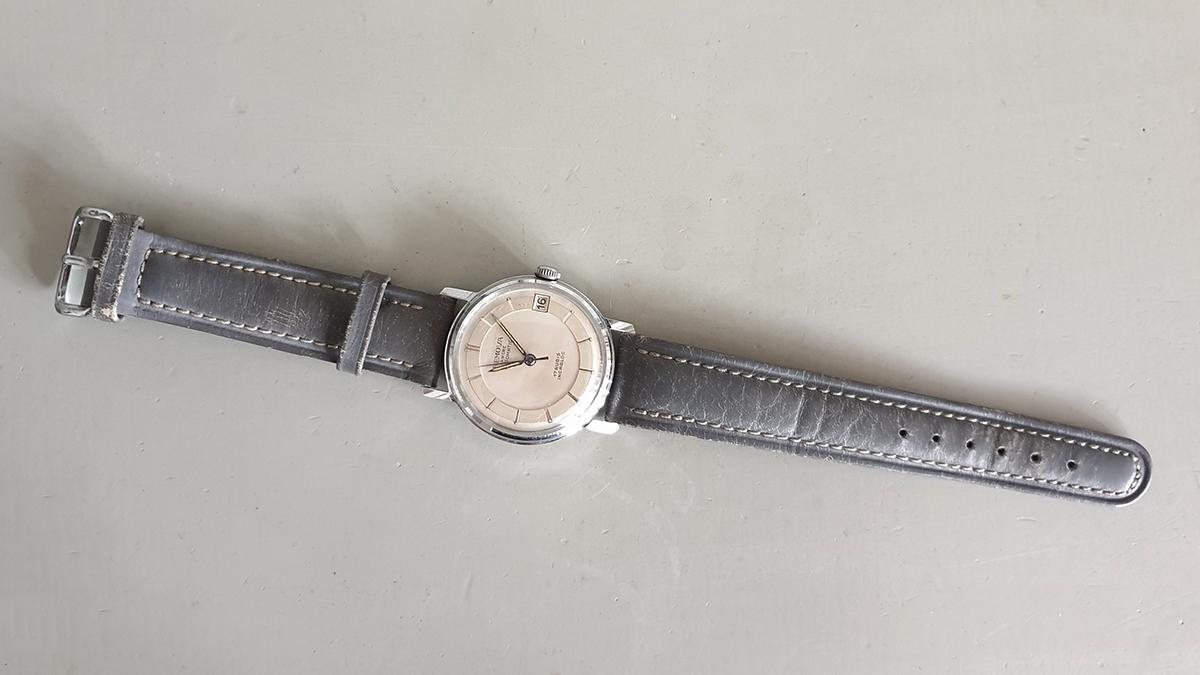 Remova horloge bovenkant