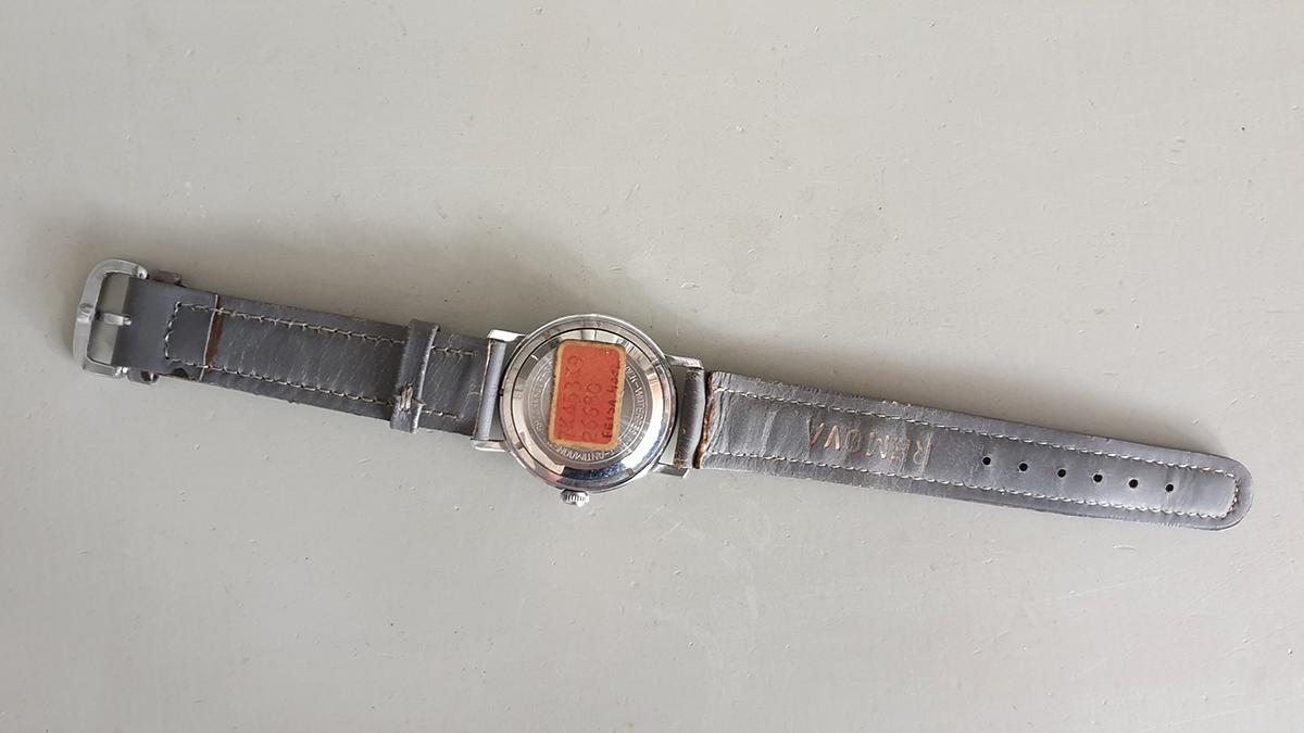 Remova horloge onderkant
