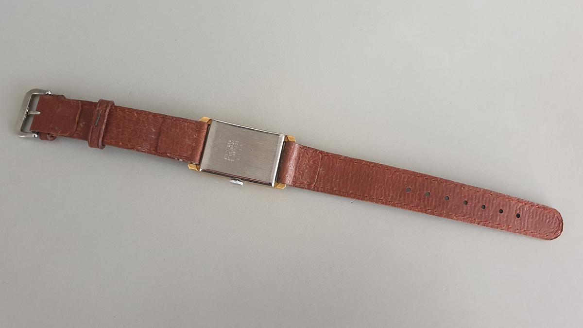 Reusser horloge onderkant