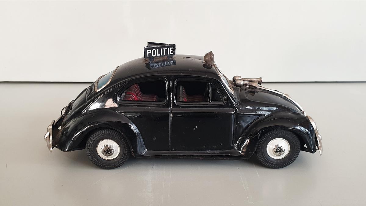 Volkswagen politieauto zijkant