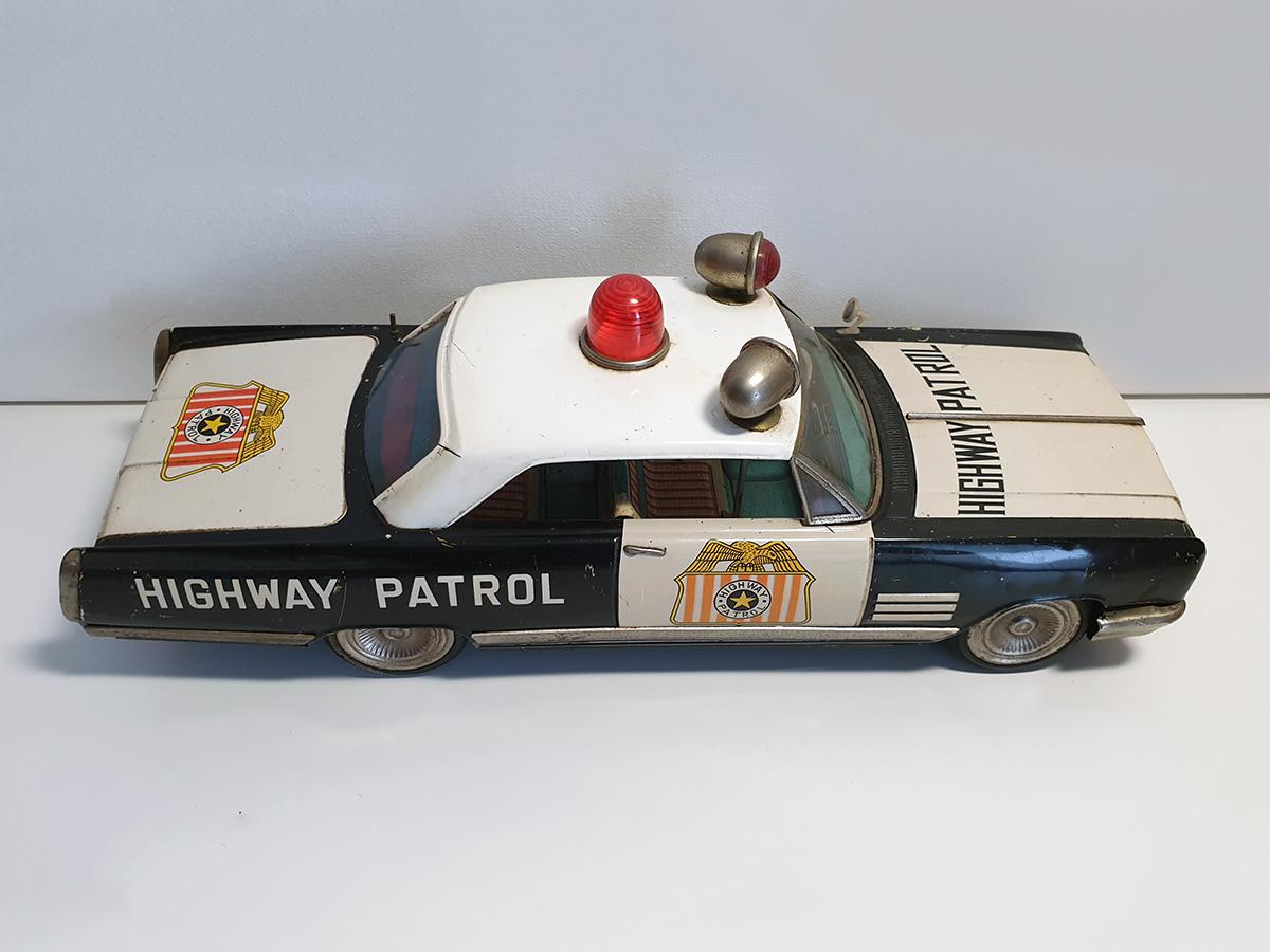 Ichiko Buick Highway Patrol auto top right