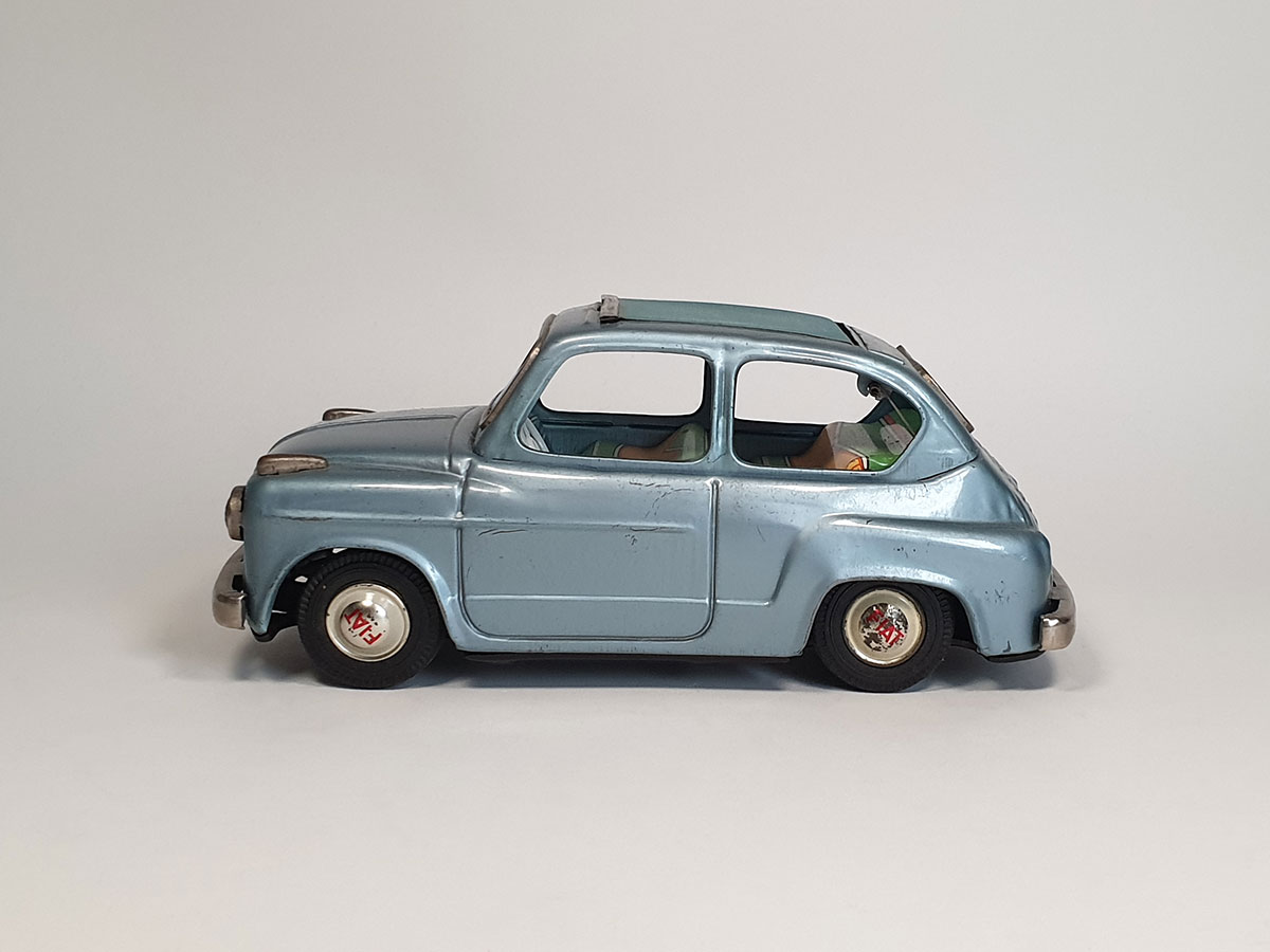 Bandai Fiat 600 side 1
