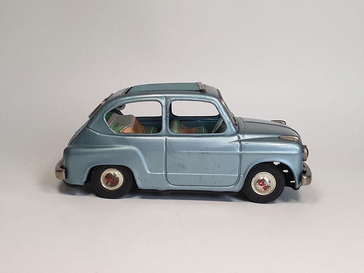 Bandai Fiat 600 side 2